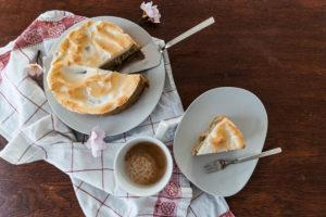 Rhabarberkuchen selbstgemacht Headshot mit Kaffeetasse