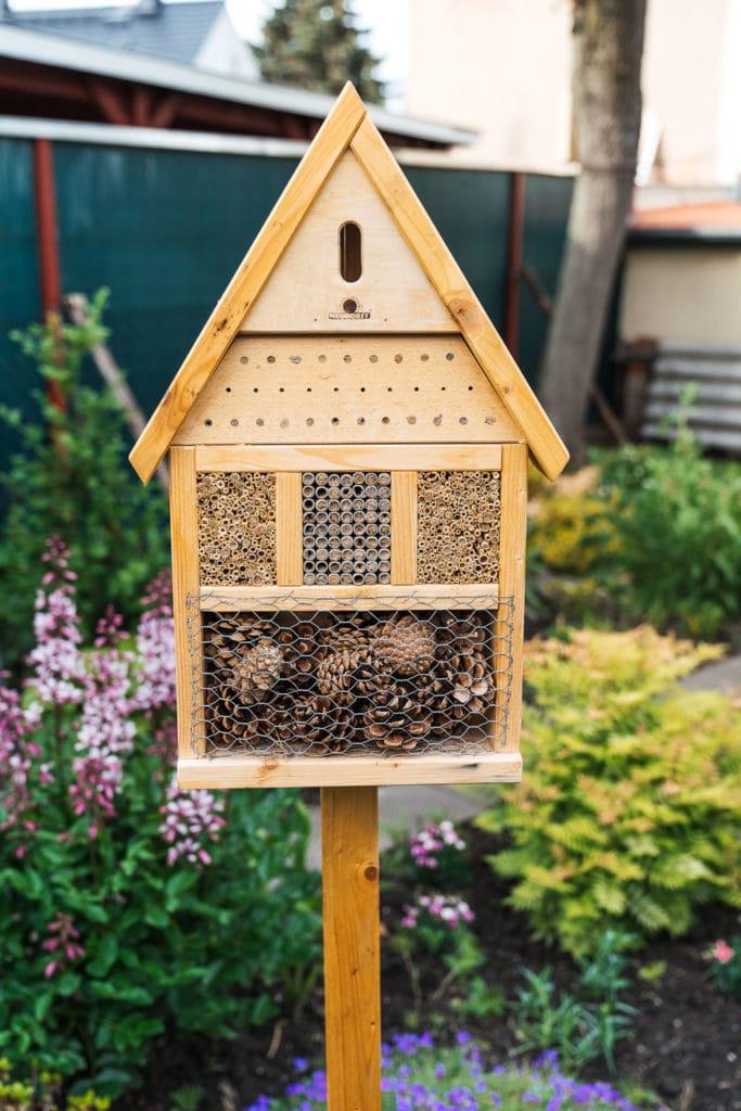 DIY Sommergarten Bienenhotel